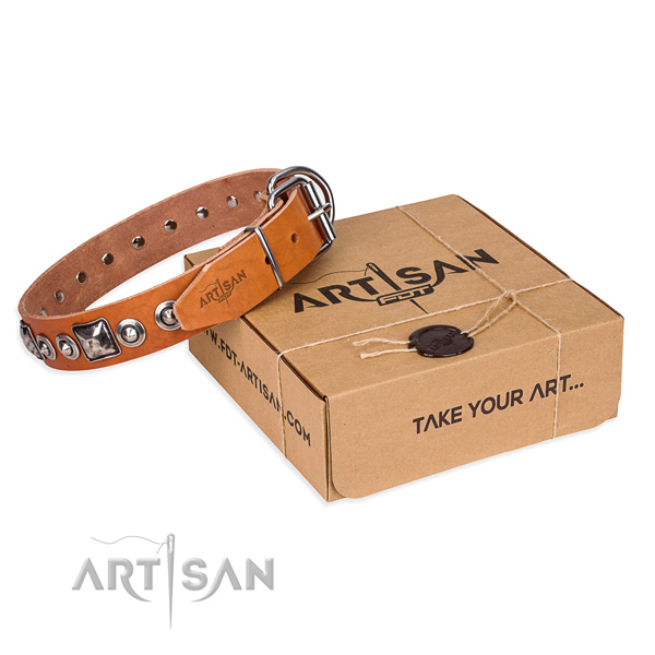 Natural genuine leather dog collar made of reliable material with reliable D-ring