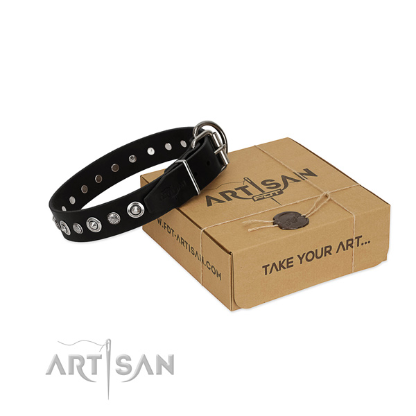 Top quality genuine leather dog collar with stylish design decorations