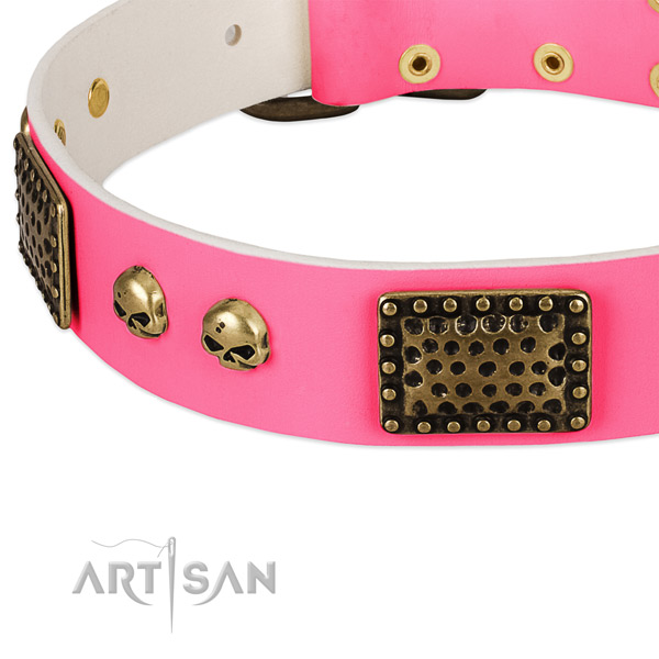 Reliable D-ring on full grain leather dog collar for your pet